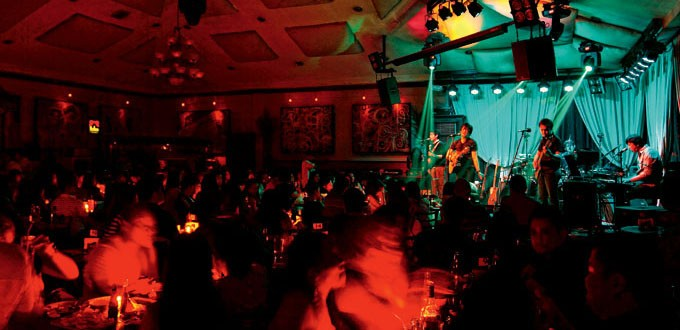 Full-room only at 19 East. Photo by Dane Soriano