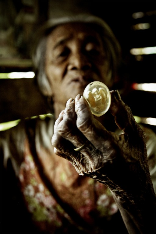 A shaman in Siquijor shows of a charm she uses in a healing ritual. Photo by Che Mambong