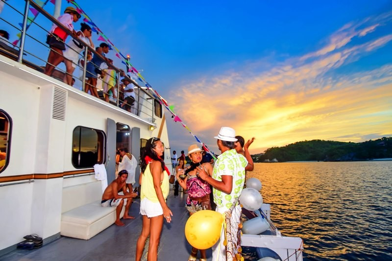 Sunset cruise onboard the Boracay Suncruiser