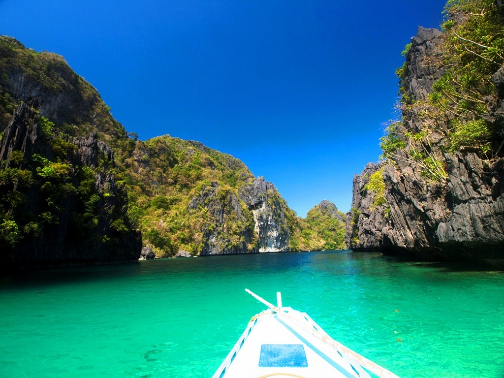 El Nido's big lagoon - just another place Laririt can call her 'office'. Photo by Ferdz Decena