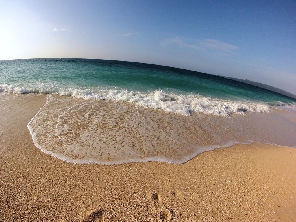 Puka Beach. Photo by Cara Lim