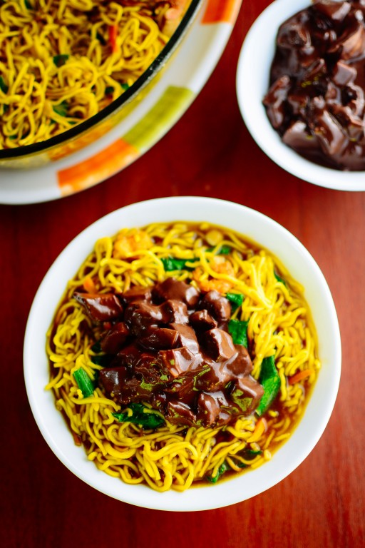 Pancit bato topped with dinuguan or prok blood stew. Try it at Benzon's Burger House in Polangui