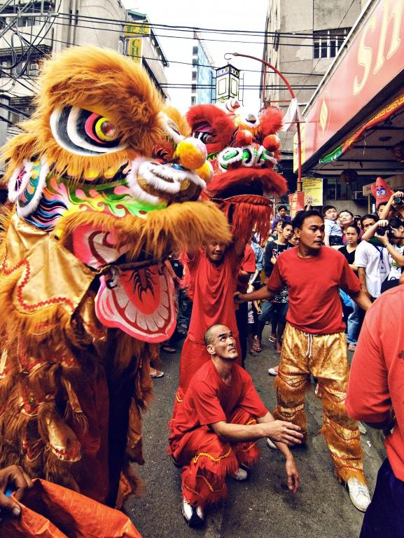 Dragon dance in Binondo, Manila. By Christian Sangoyo