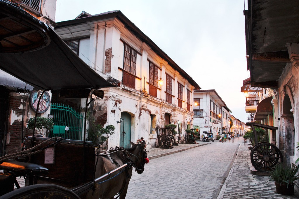 Kalesa ride along Calle Crisologo in Vigan. By Daniel Soriano