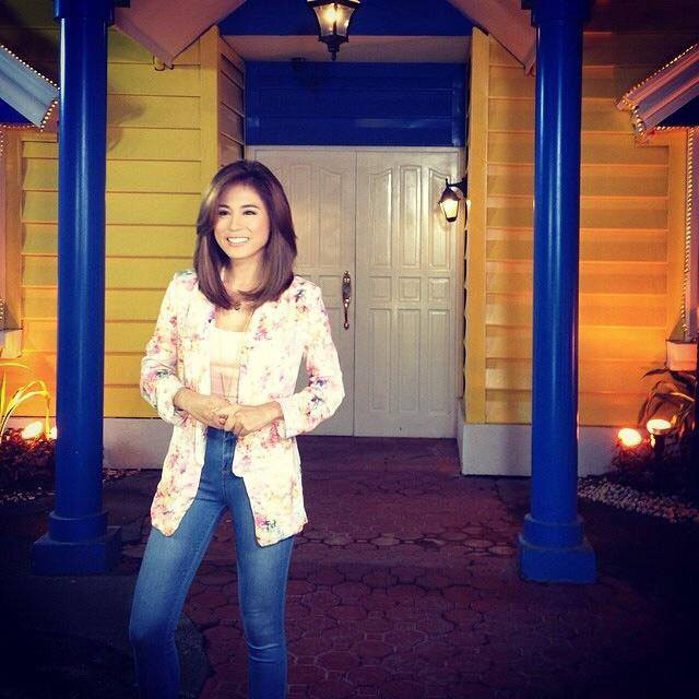 Toni on the set of Pinoy Big Brother. By Macy Dionilo. Screengrab from ToniGonzagaOnline Facebook