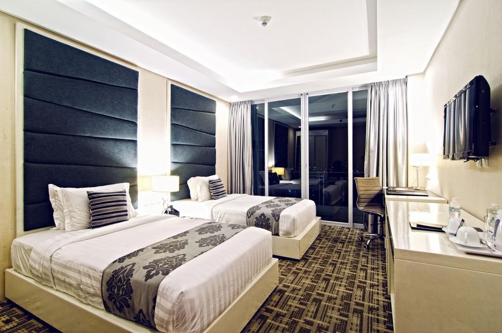 Deluxe City Twin room in Oriental Legazpi by Christian Sangoyo