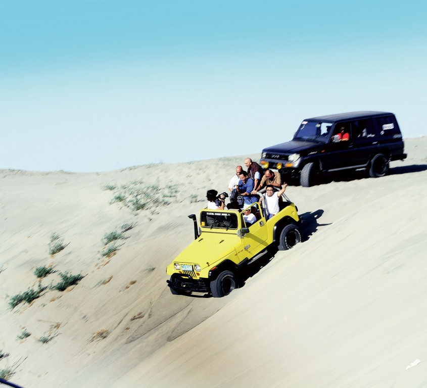 4x4 ride on the sand dunes By Bong Bajo