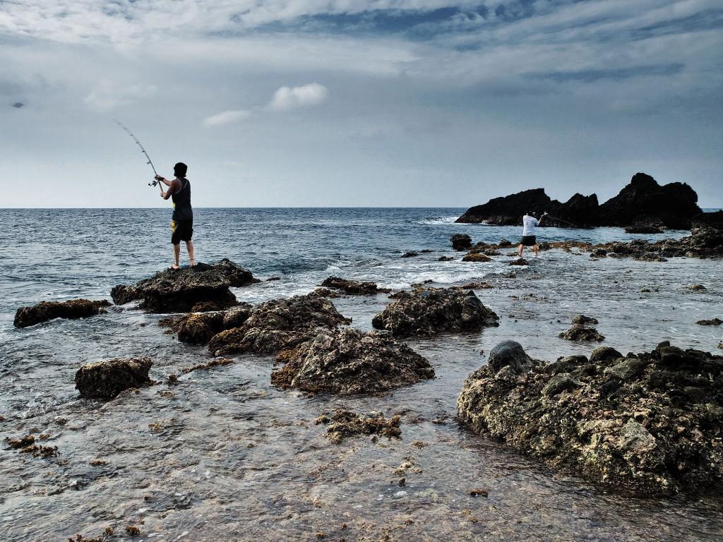 Chip Childers and Gordon Uy try the popping method of fishing. Photo by Ferdz Decena