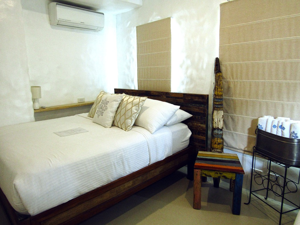 Another charming guestroom, Photine (light)
