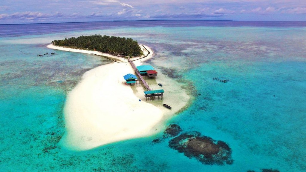 Onuk Island. Screengrabbed from @youroyalty